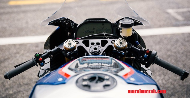BMW HP4 Race View